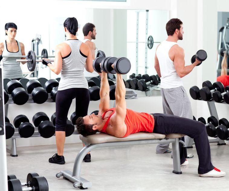 Musculation en vetements de sport