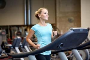 Musculation en vêtements de sport